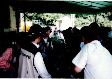 쓰레기 문제 해결을 위한 시민운동협의회(쓰시협)의 환경재활용교육 재활용품 선별장 사진