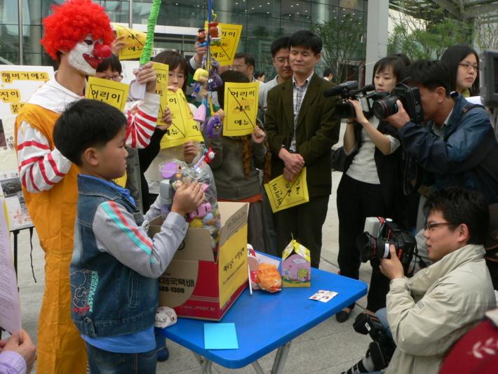 2007년 안티맥도널드 캠페인 사진