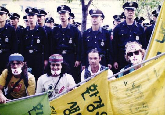 핵폐기장 건립 반대 시위에 참여한 그린피스